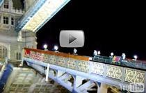 Robbie Matison sare peste Tower Bridge