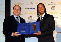Ronaldinho a primit Golden Foot