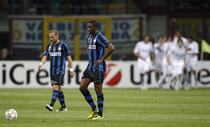 Inter, in genunchi