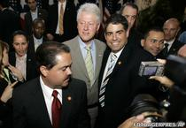Robert Arango si Bill Clinton (2008)