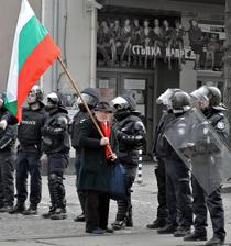 Un protestatar in Bulgaria
