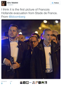 Hollande, evacuat de pe Stade de France
