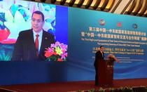Victor Ponta, in China
