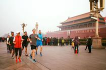 Mark Zuckerberg, la jogging in Piata Tiananmen