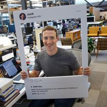 Mark Zuckerberg, Instagram si laptop-ul sau