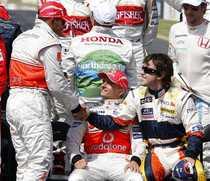 Hamilton si Fernando Alonso, pe vremea cand spaniolul pilota pentru Renault