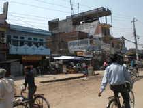 Zona comerciala din Nepalgunj. Click pe poza pentru a vedea galeria foto