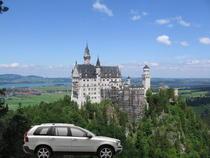 Neuschwanstein Castle in Germania, cu Volvo