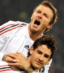 Beckham il imbratiseaza pe Pato dupa golul egalizator