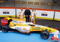 Briatore a parasit echipa Renault