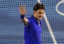 Federer il bate pe Nadal pe zgura