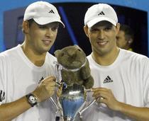 Mike si Bob Bryan, triumfatori la AO