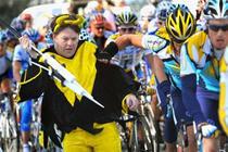 Armstrong il impinge in zapada pe nebun