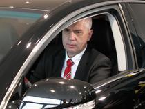 Nemirschi, la volanul limuzinei Lexus