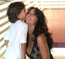 Mihaela Radulescu si fiul ei, Ayan