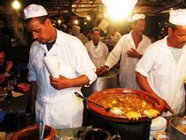 Bucatari de seara in Piata Djema El Fnaa