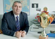 Constantin Sima, cu trofeul de la Geneva