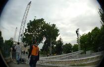 A inceput demontarea scenei din parcul Izvor