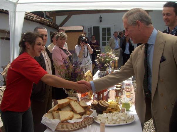 Printul Charles la intalnirea cu micii producatori agricoli din Saschiz (jud. Mures)