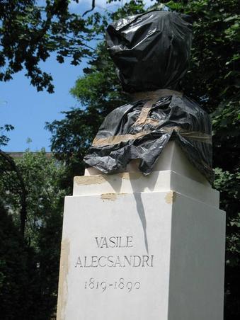 L-au prins pe Vasile Alecsandri! In Cismigiu!