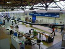 Hangarul unde se construieste avionul