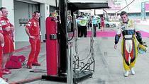 Alonso, in dialog cu mecanicii Ferrari