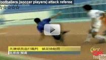 Arbitru alergat de jucatori in China