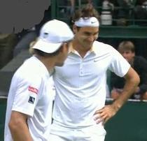 Federer, amuzat de gluma lui Haas