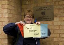 Clare Dimyon, o englezoaica din Brighton care sustine votul necenzurat al moldovenilor