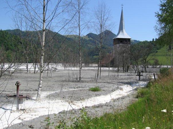 Cimitirul indundat din Geamana
