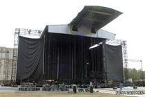 Ultimele pregatiri la scena din Parcul Izvor din Capitala, unde va concerta Madonna