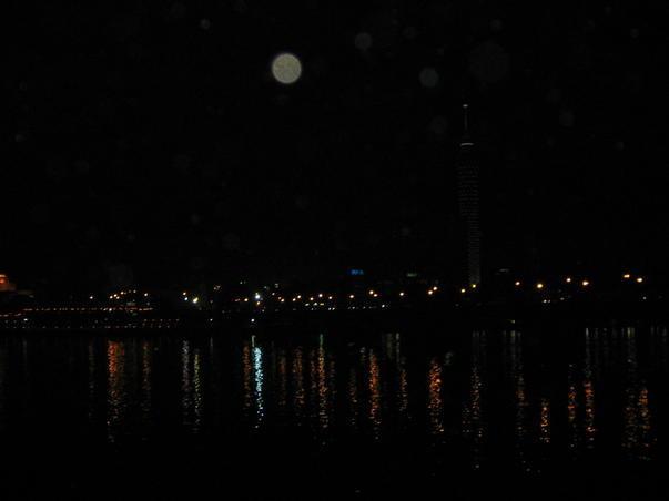 Luna plina la Cairo