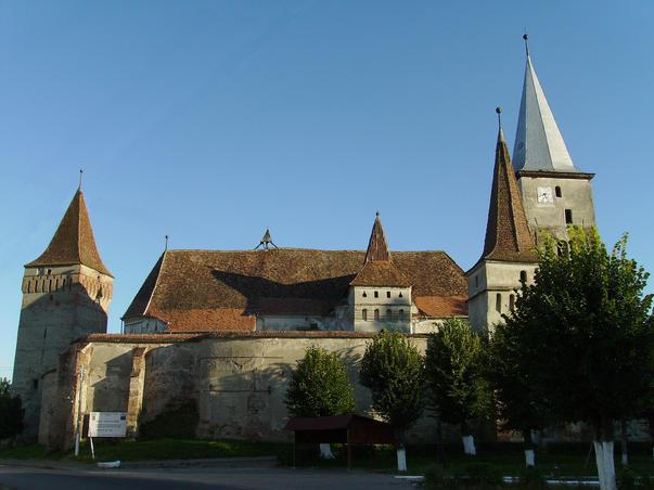 Cetatea si biserica din Moşna