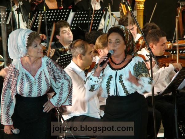 Bucuresti 550 ani - Artiste populare interpretand folclor moldovenesc
