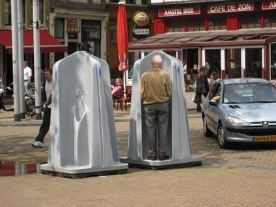 Amsterdam... pisoar... mobil