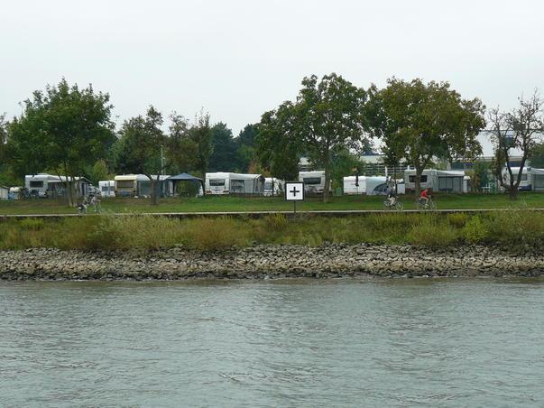 Camping pe malul Rinului..