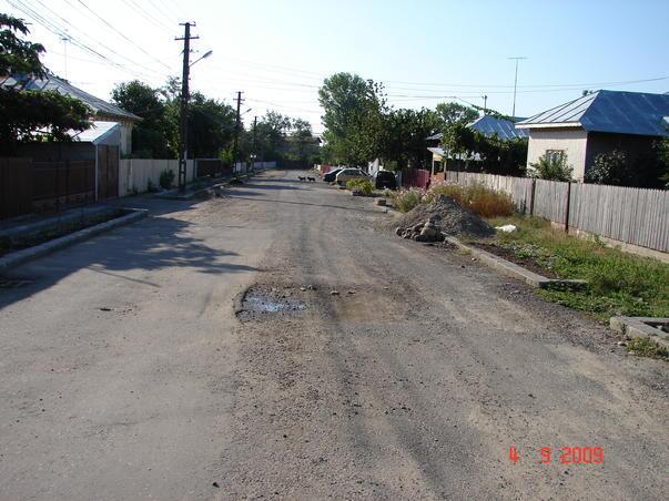 Strada proaspat asfaltata in Rm Sarat