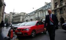 Traian Basescu in drum spre redactia HotNews.ro