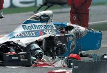Monopostul lui Senna dupa impact