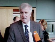 Ministrul Horst Seehofer si neputinta politicului de a salva Quelle