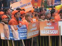 Suporterii lui Basescu, la Iasi