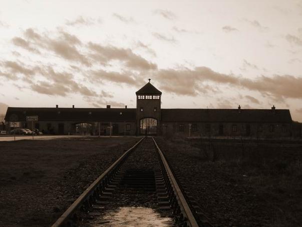 Unele drumuri duc la Auschwitz (3)