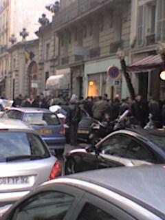 Coada pt vot la Paris (2)