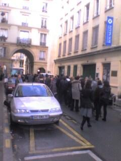 Coada pentru vot la Paris (3)