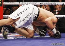 Andrade, facut KO de Bute