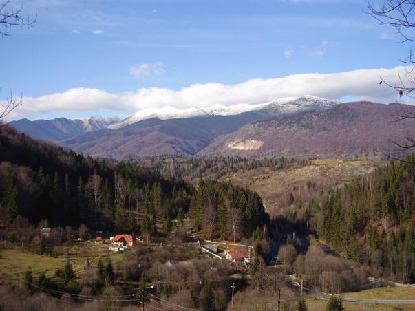 Panorama din Valea Jiului toamna.