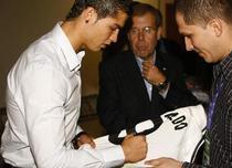 Va da Ronaldo autografe pe bikini?