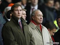 Hicks Jr (stanga) a demisionat din functia de director al clubului Liverpool