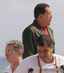 Hugo Chavez, Alvaro Uribe si Rafael Correa la Summit