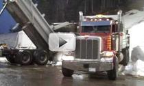 Camioanele aduc zapada pe muntele Cypress
